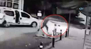 Çocuğuna sarıldığı sırada başından vuruldu