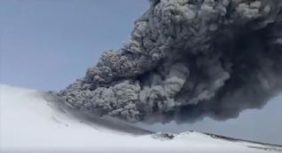 Kambalny yanardağı 250 yıl sonra ilk defa patladı