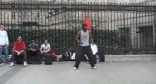 Sokak dansçısının inanılmaz şovu sosyal medyada adeta paylaşım rekoru kırdı