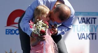 AK Parti Isparta mitingine,küçük kız damga vurdu