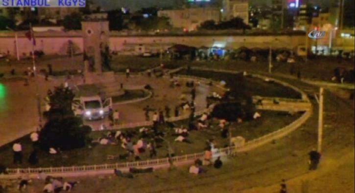 ��te 15 Temmuz gecesi Taksim Meydan�'nda ya�ananlar