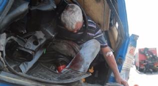 Kazada ölümden döndü, kurtarma ekiplerine ayakkabılarını sordu