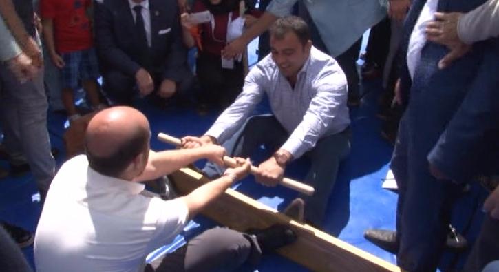 Bilal Erdo�an ile Hamza Yerlikaya'n�n mas g�re�i
