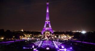 Paris Otomobil Fuar� kap�lar�n� a�t�