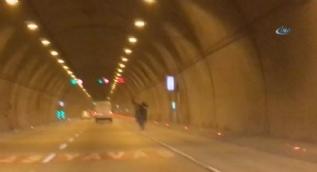 Motosikletli trafik magandaları kamerada