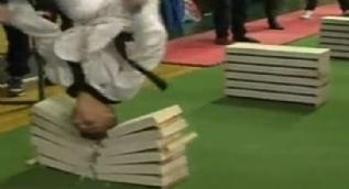Bosnalı sporcu 35 saniyede 111 tuğla kırdı