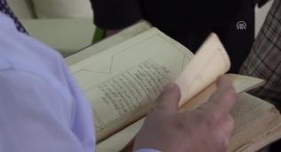 113 yıllık Kur'an-ı Kerim'i kütüphaneye bağışladı