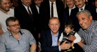 Erdoğan, iftardan sonra vatandaşlarla bir araya geldi