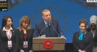 Erdoğan Bakanlar Kurulu kararını canlı yayında imzaladı