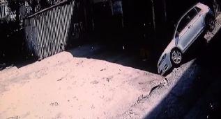 İki metreden düşerek takla atan araçtan sağ kurtuldu